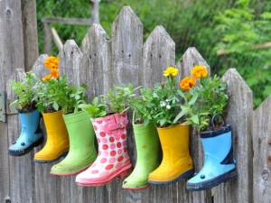 kids-boots-flower-fence-DIY-garden-decoration-craft-ideas