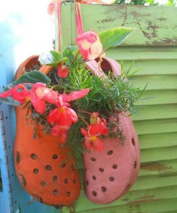 reuse-recycle-shoes-planter-garden-decorations-19 (1)